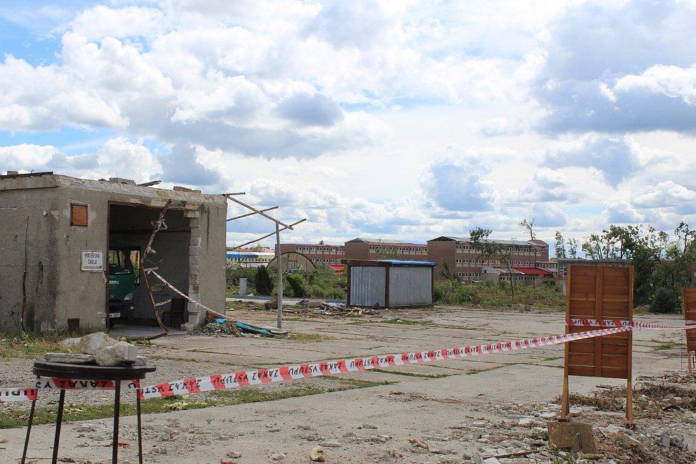 Zbytky psího útulku v Hodoníně, který zničilo tornádo.