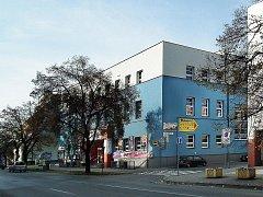 Nejdříve stál na rohu ulic Velkomoravská a Tyršova špitál. Později tam vyrostla sokolovna, která pozdější přestavbou přišla o svůj původní vzhled.