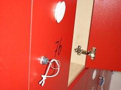 O své věci, elektroniku i cennosti přišli začátkem srpna někteří návštěvníci hodonínského koupaliště. Policisté z Hodonína zjistili, že za krádežemi stojí skupina tří chlapců.