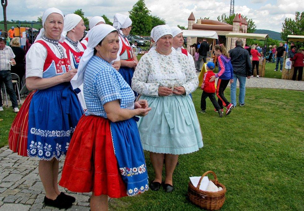Pátý ročník kulinářské akce Bukovanský gulášek. Vaření pokrmu původem z Maďarska se zhostilo třináct týmů.