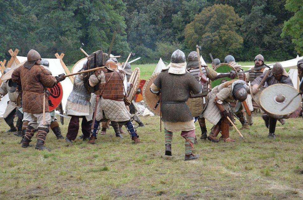 Víkend se dnem české státnosti přilákal do Slovanského hradiště v Mikulčicích kolem stovky diváků. Ten patřil Podzimu v Rasticově městě Morava.
