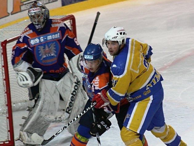 Hodonínští hokejisté deklasovali v 6. kole druhé ligy skupiny Střed Nymburk 9:1.