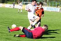 Čtvrtfinále krajského poháru: Rohatec (v oranžovém) vs. Podluží