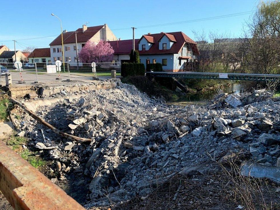 Řidiči se od srpna v Blatnici pod Svatým Antonínkem projedou po novém mostě.