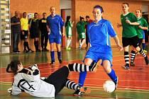 Třináctého ročníku halového turnaje žen ve fotbale se zúčastnilo dvanáct týmů, které byly rozděleny do dvou šestičlenných skupin. Diváci v akci viděli 119 hráček, které se podělily o pětasedmdesát branek. Z vítěztsví se radovaly hráčky Šardic.