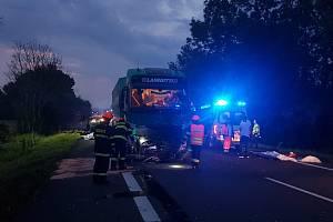 Při tragické nehodě u Sudoměřic zemřeli dva dospělí a dva chlapci.