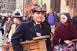 Soubor Děcka ze Skoronic vystupoval také na Staroměstském a Václavském náměstí v Praze. Děti zpívaly i v katedrále a setkaly se s kardinálem Dominikem Dukou.