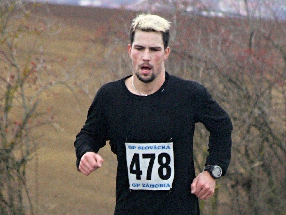 Hodonínský rodák Milan Viktora skončil na populárním Štěpánském běhu v Kyjově celkově osmý. Šestadvacetiletý závodník absolvoval trať dlouhou 8,2 kilometru za 29:17 minuty.