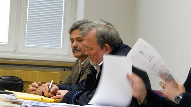 Exreditel hodonínské zoo Miroslav Frais (vlevo) s právními zástupci po vynesení rozsudku.