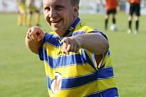 Útočník Baníku Petr Koplík se raduje z třetí branky v síti Rohatce. Slavoj prohrál v Ratíškovicích 0:3.
