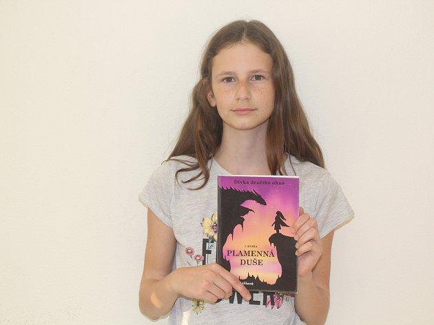 Martina Zdařilová z Ratíškovic na Hodonínsku vydala svoji první knihu Plamenná duše věnující se dračí tématice.