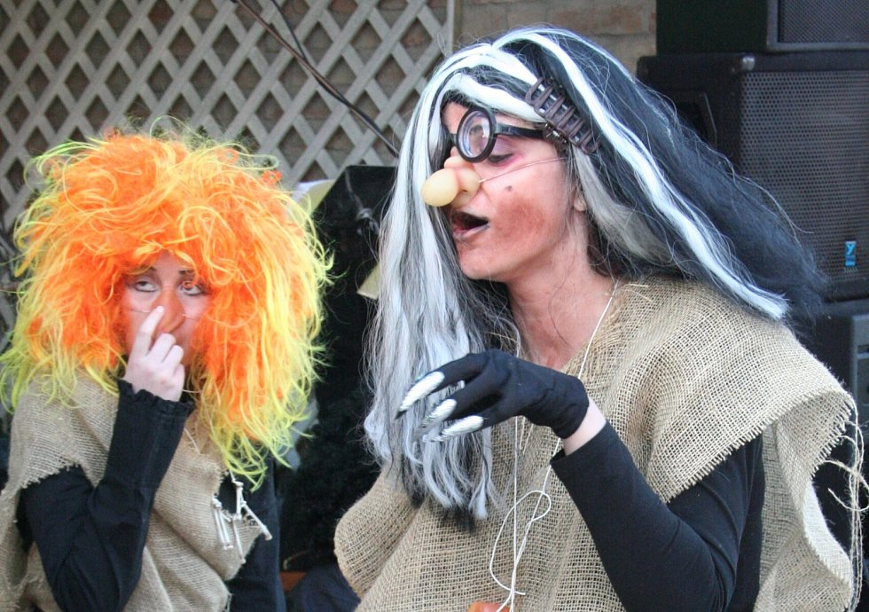 V Břeclavi těšila lidi dobrá nálada i nápadité kostýmy. Snímky jsou z roku 2008.