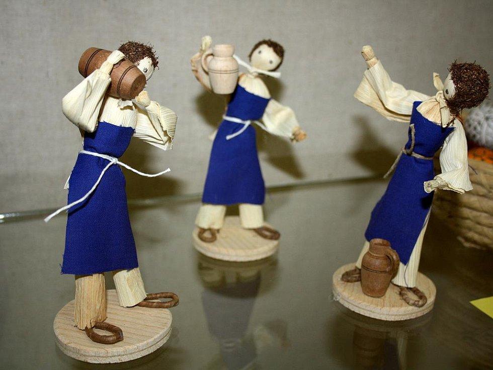 Výstava s názvem Kraslice a figurky z kukuřičného šustí ve veselském městském muzeu potrvá do prvního května.