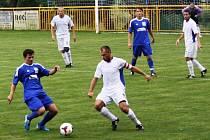 Fotbalisté Rohatce (v modrém) postoupili díky výhře 3:1 nad Miloticemi do prvního kola Krajského poháru FAČR.