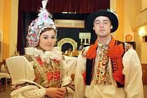 Blatnice pod Svatým Antonínkem uspořádala krojovaný ples. Jeho součástí byla i ukázka starých svatebních krojů.