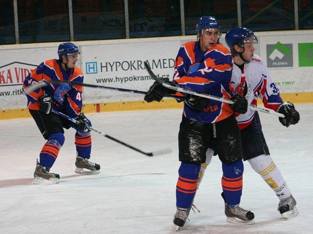 Hodonínští Drtiči (v modrém) rozhodli proti Novému Jičínu ve druhé třetině.