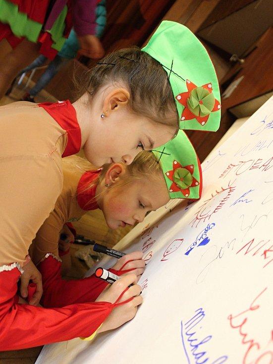 V Hodoníně své umění předvedly mažoretky na tradiční přehlídce.