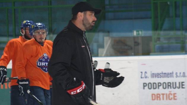 Nový trenér Drtičů, trojnásobný hokejový mistr světa Roman Čechmánek.