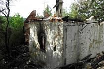 Chata skončila v plamenech. Škoda je tři sta tisíc.