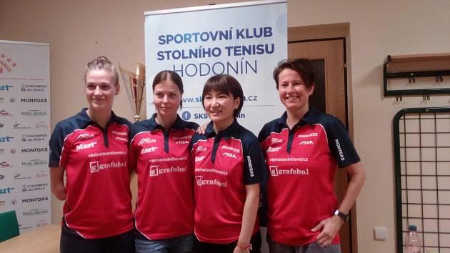 Stolní tenistky SKST Mart Hodonín-Stavoimpex. Zleva: Natalia Partyka, Kateřina Pěnkavová, Guo Lin, Renáta Štrbíková.