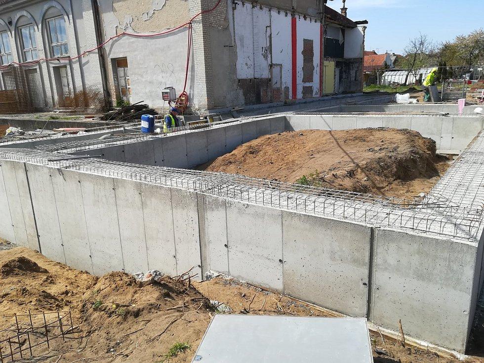 V Moravském Písku už přestavují sokolovnu. Za padesát milionů z ní vznikne moderní multifunkční centrum.