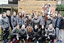 České juniorky si před startem kvalifikace zpestřily přípravu návštěvou hodonínské zoologické zahrady.