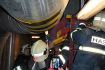Se závažnými zraněními skončil muž, který spadl do třicet metrů hlubokého odlučovače spalin v hodonínské elektrárně.