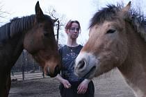 Koníci se svou ošetřovatelkou Lenkou Matějkovou.