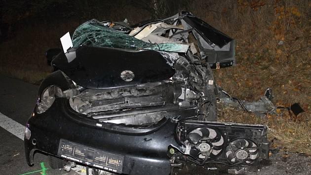Střet s nákladním autem nepřežila dvaadvacetiletá řidička osobního auta na silnici I/55 u Lužic.