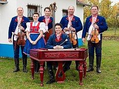 Rodinná Varmužova cimbálová muzika oslavila v roce 2014 půl století existence.