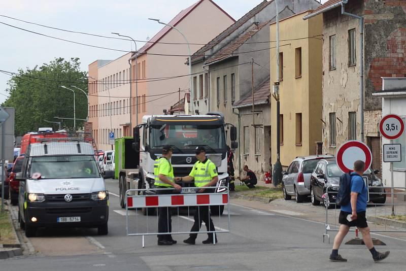 Likvidace chemikálií ve dvou domech v Kyjově v Komenského třídě, jejíž část je od pondělního dopoledne uzavřená.