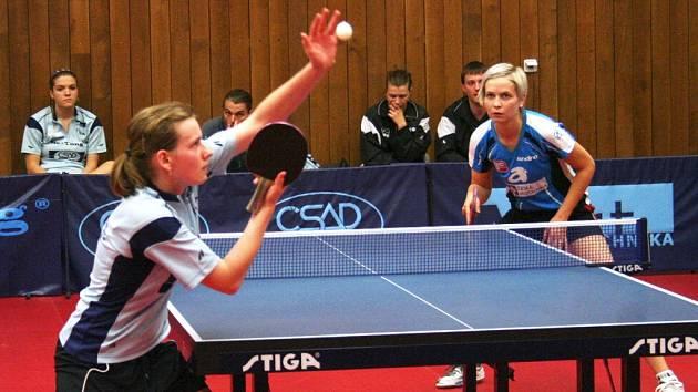 Hana Matelová a Ivana Weberová v prvním utkání finálové série.