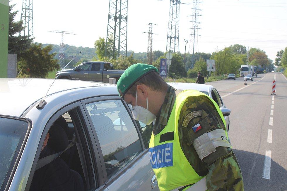 Hraniční kontrola v Hodoníně. První den uvolnění režimu pro cesty na Slovensko a ze Slovenska.