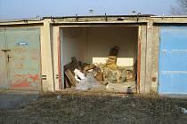 Pohled na garáž bez ukradených vrat