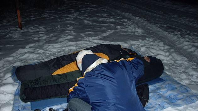 Spali pod šírákem v mínus patnácti