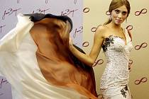 Česká Miss World 2011, která je i absolventkou kyjovského gymnázia, bude hlavní hvězdou páteční večerní módní show v hodonínském sále Evropa.