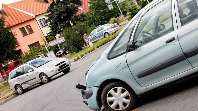 Nehoda dvou osobních aut ve Svatobořicích-Mistříně.