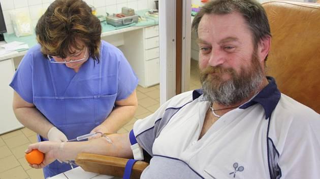 Desátý ročník akce Daruj krév s Mužským sborem z Vacenovic v kyjovské transfúzní stanici.