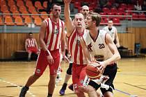 Basketbalisté z Hodonína první zápas proti Velkému Meziříčí vyhráli.