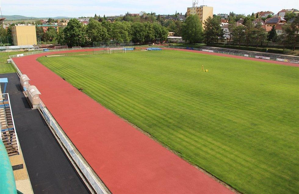 Finišují s pracemi. Kyjovská atletický areál modernizují už od září 2019.