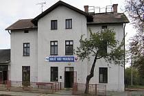 Od 22. července do 31. října 2019 bude silnice I/51 z Hodonína na Slovensko kvůli opravě mostu u Holíče zcela uzavřená. Autobusy nahradí vlaky.