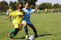 Nesyt porazil na domácím turnaji Kopčany a Trnavu, s juniorkou Zbrojovky ale těsně prohrál. Dobře hrála obránkyně Hodonína Michaela Bukovská (vpravo).