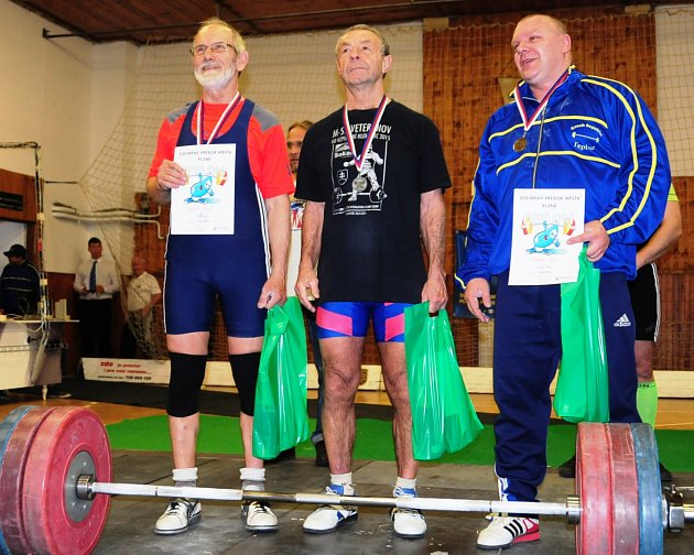 Strážnický vzpěrač Josef Vybíral, který startuje za TJ Sokol JS Zlín-5, získal na otevřené Velké ceně Plzně vkategorii masters cenný bronz.  Vybíral zvládl 133kilogramů, po kterých obdržel 297,75bodu.