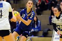 Osmnáctiletá veselská spojka Jana Šustková (na snímku) patří ke klíčovým hráčkám českého juniorského výběru.