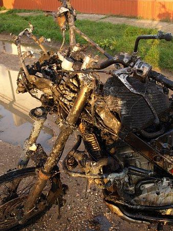 Požár motorky vobchodě vMiloticích.
