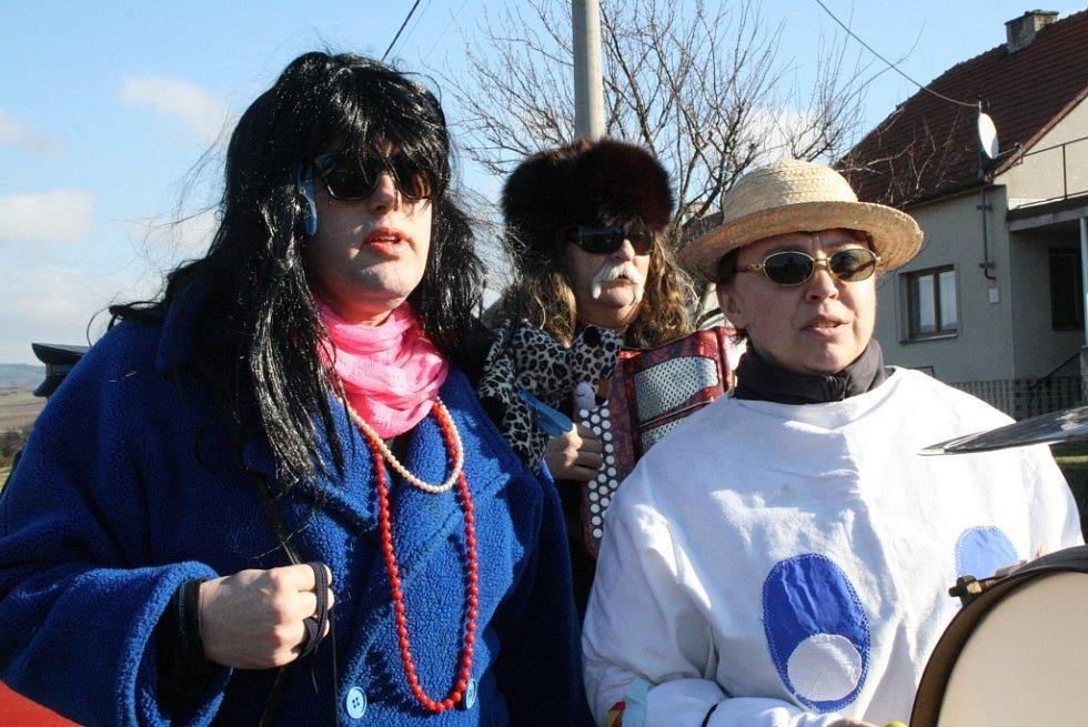 Kyjovském šel masopustní průvod. Maškary a krojovaní místní přitáhli davy diváků.