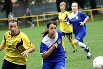 Hodonínská fotbalistka Klára Lamáčková (ve žlutém)
