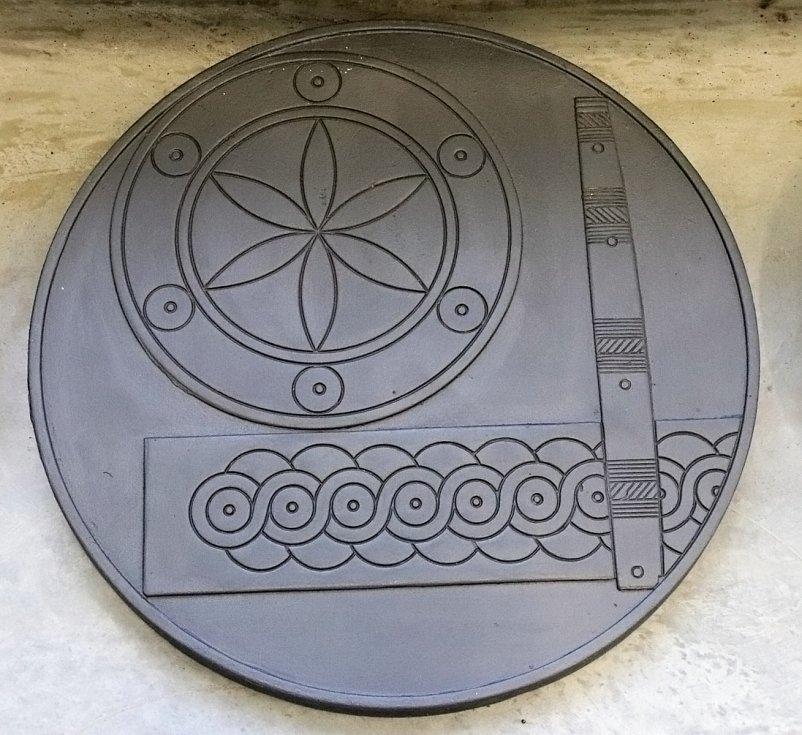 Zdobnost - ornamentální tvary (motivy z gombíku, nákončí a jehelníku).