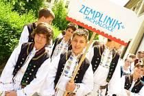 Po dvaadvacáté se ve Veselí nad Moravou konal Mezinárodní folklorní festival Štěpy. Letos se ho zúčastnilo sedm souborů. Šest z nich bylo domácích, jeden ze slovenských Michalovců. Festival trval tři dny.