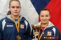 Mladá hodonínská stolní tenistka Anežka Ilčíková (vlevo) společně se Zdenou Blaškovou triumfovala na Belgium Junior & Cadet Open v soutěži družstev kadetek.